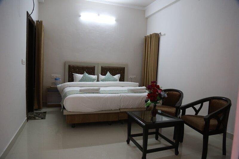 Cheapest Room In Tapovan, holiday rental in Tapovan