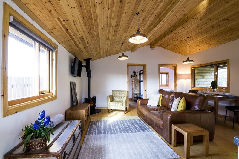 Laurel Lodge - 2 Bedroom Log Cabin - St Florence - Tenby, location de vacances à Sageston