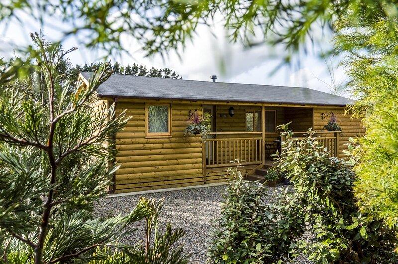 Fern Lodge - 2 Bedroom Log Cabin - Saint Florence - Tenby, location de vacances à Sageston