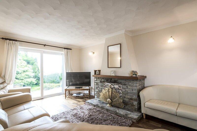 Santa Rosa - 4 Bedroom Holiday Home - Pentlepoir, holiday rental in Begelly