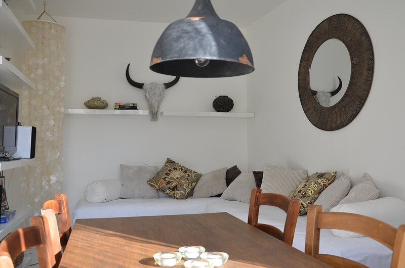 Casa Kruttornet - cute town house inside Visby city walls, vacation rental in Gotland