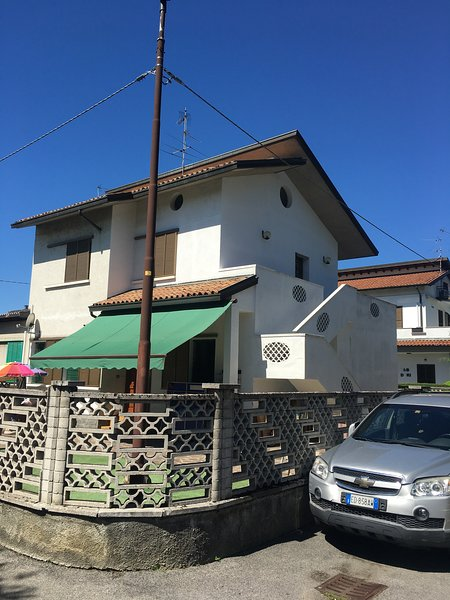 Appartamento per brevi periodi Michélemabel. CIR: 016024-CNI-00270, holiday rental in Madone
