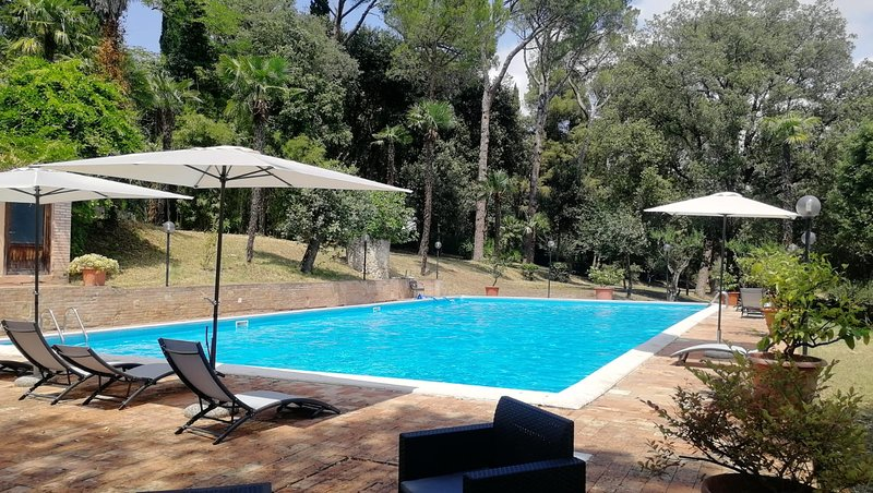 confortevole appartamento in agriturismo, holiday rental in Appignano