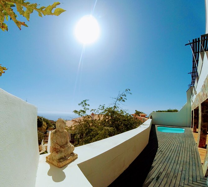 Enjoying Tenerife: apt with private swimming pool, holiday rental in Las Caletillas