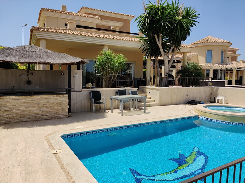 Luxury Detached Villa with Pool with Spa 4 beds, 3 baths countryside views, holiday rental in La Tercia