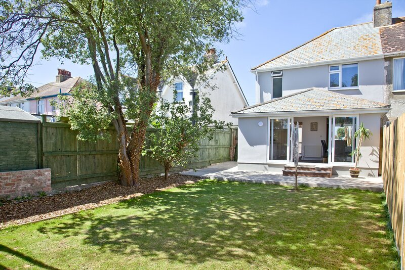 Red Sails - A lovely three bedroom home with enclosed garden and barbecue above, location de vacances à Churston Ferrers