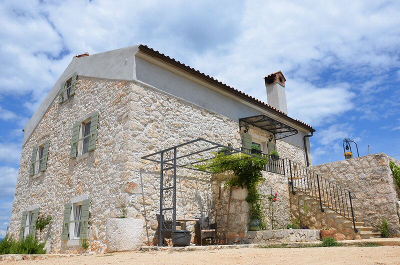 Ston House Cres Rosuja, holiday rental in Filozici
