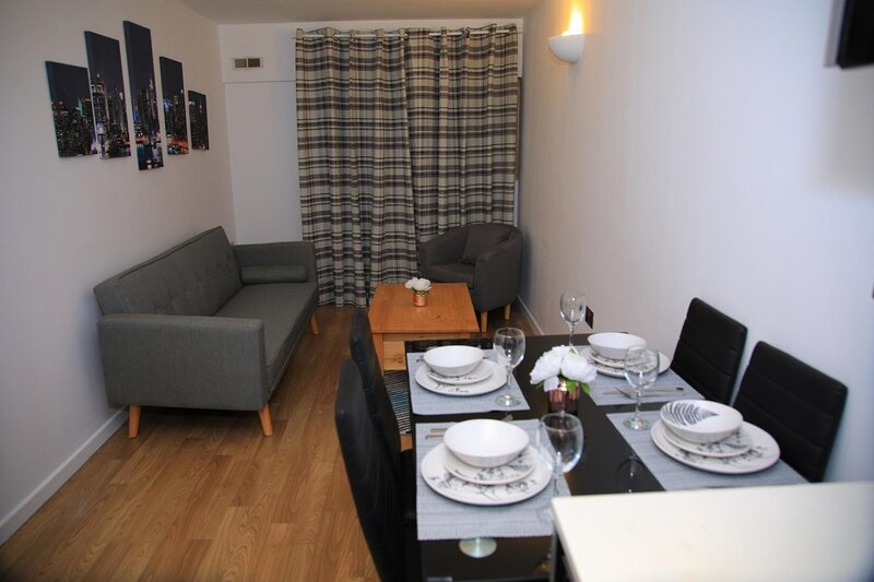 NEW Cosy 3BD Flat Minutes to Leeds City Centre, Ferienwohnung in Shadwell