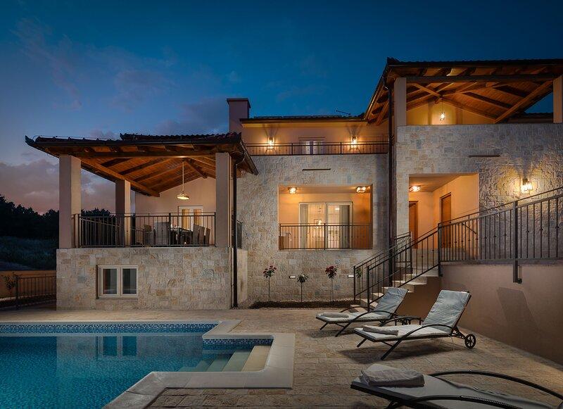 Amazing Villa San, with a Pool, vacation rental in Sveti Filip i Jakov