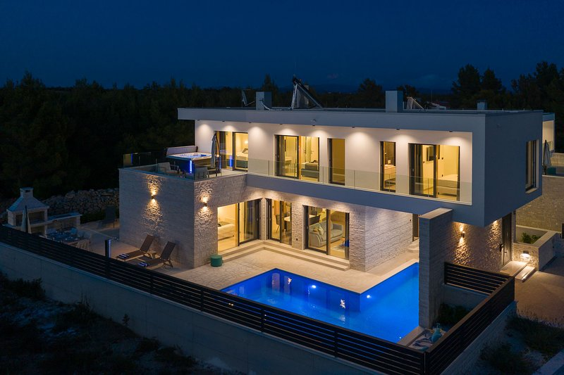 Amazing Villa Quentin, in Dalmatia, with a Pool, holiday rental in Vodice