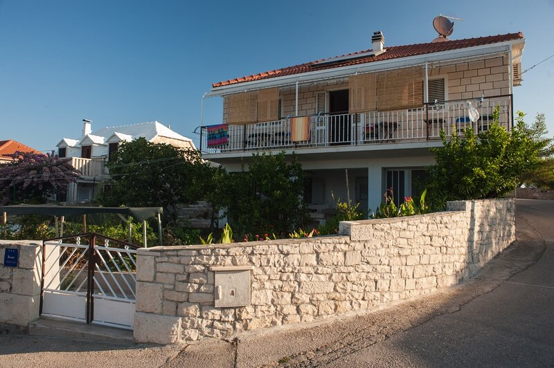 Jaka - with large terrace : A1(9+1) - Sumartin, holiday rental in Sumartin