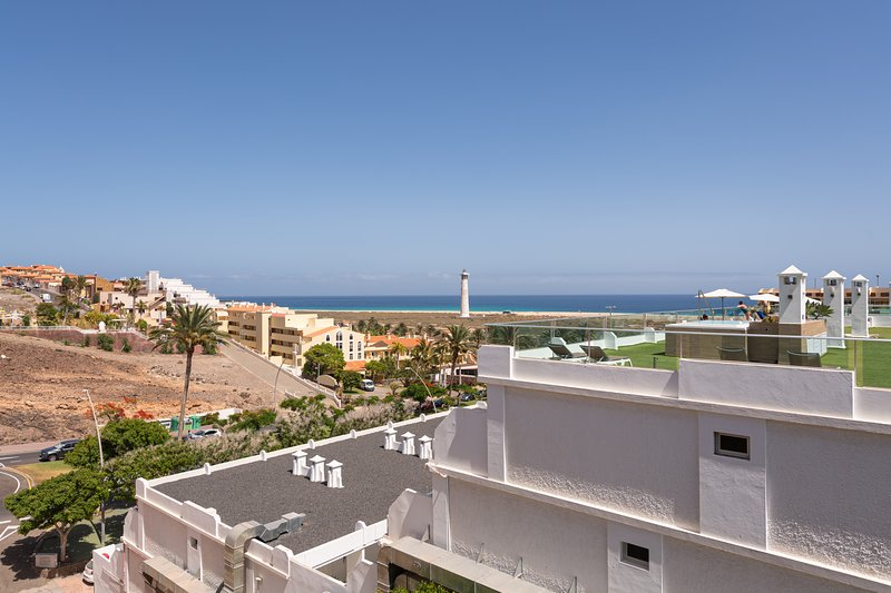 Spacious Apt Sea Views 5 min to Jandía Beach, holiday rental in Esquinzo