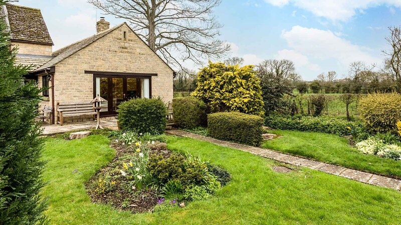 Modern Single Story Village Home Near Lechlade, location de vacances à Clanfield