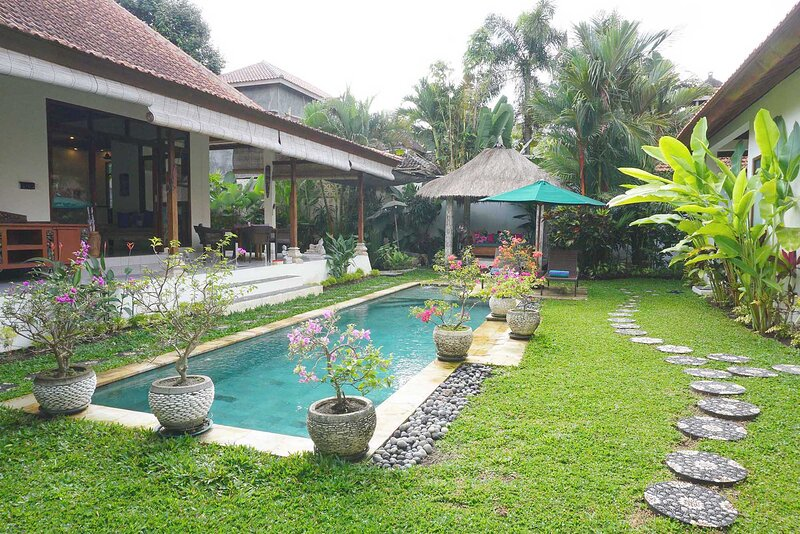 Villa Damai - Private open living villa w/ pool, vakantiewoning in Ubud
