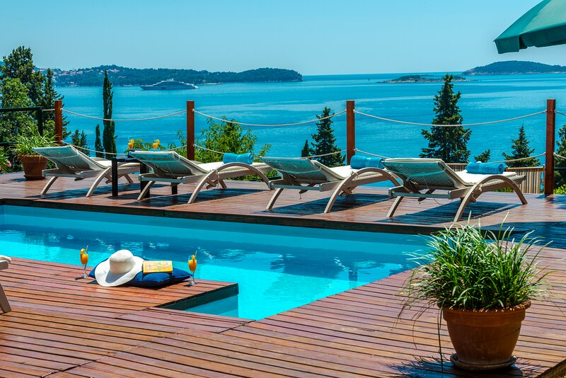 Villa Hortensia-Privacy and fascinating sea views, holiday rental in Mlini