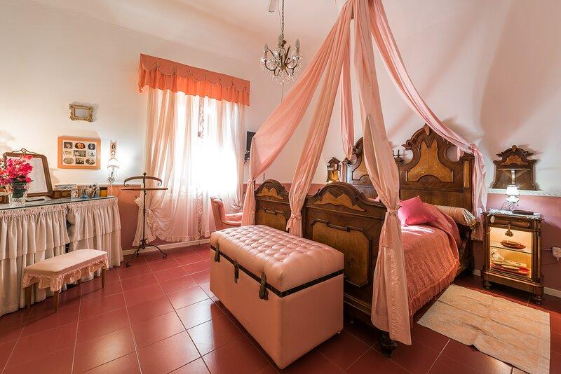 B&B  Villa Pittorino: Camera Mariella a 900 metri dal mare, casa vacanza a Filicudi