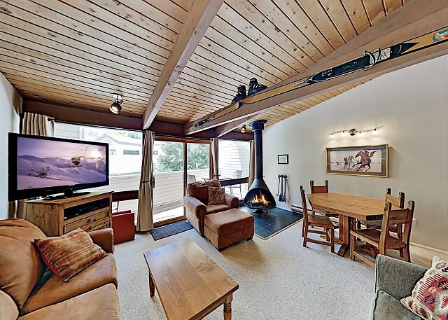 Sierra Del Sol | Ski-In/Ski-Out Townhome | Hot Tub & Slope-View Balcony, holiday rental in Taos Ski Valley