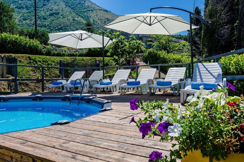 Villa Sandra - Three Bedroom Villa with Jacuzzi and Swimming Pool, holiday rental in Zastolje