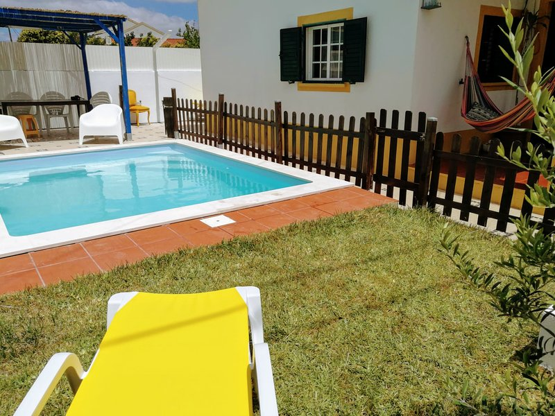 Villa Sol with pool near beach - Lisbon, holiday rental in Setubal District