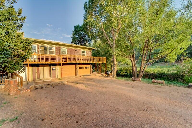 2 Bedroom Creek Side Condo Suite, aluguéis de temporada em Chipita Park