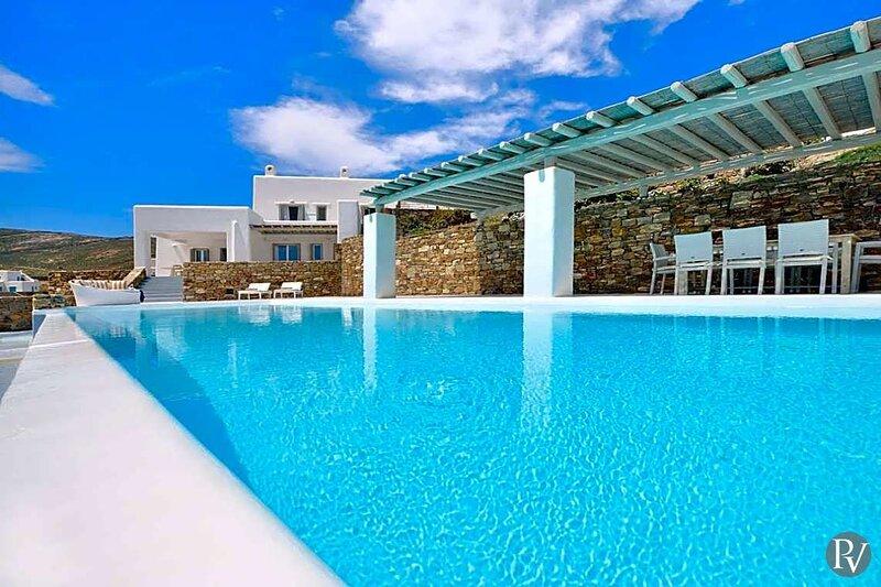 Ano Mera Villa Sleeps 12 with Pool - 5862352, alquiler vacacional en Ano Mera