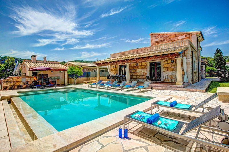 LA BOVEDA - LUXURY VILLA, holiday rental in Majorca