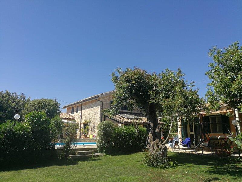 Karrua Guest House Modica - Magnolia room Modica, holiday rental in Case Giurdanella