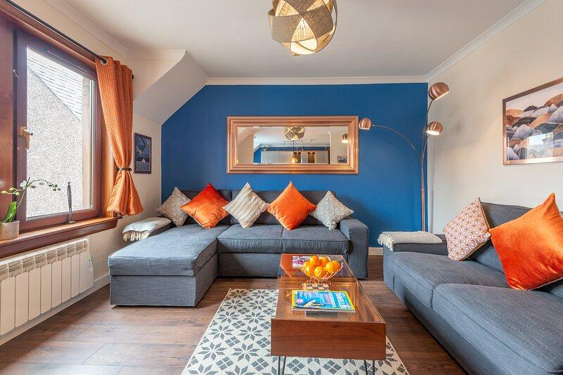 Inverness Centre: Luxury 3 Bedroom, 2 Bath & Private Parking, alquiler de vacaciones en Inverness