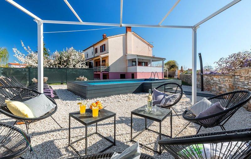 casa vacanza 400 m dal mare fronte isole Brioni, piscina privata, holiday rental in Fazana