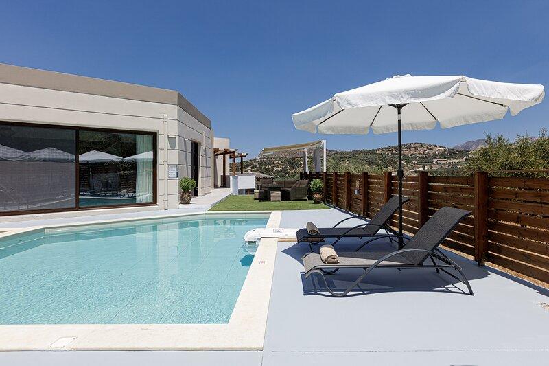Villa Chnaris, enchanting escape!, holiday rental in Melidoni