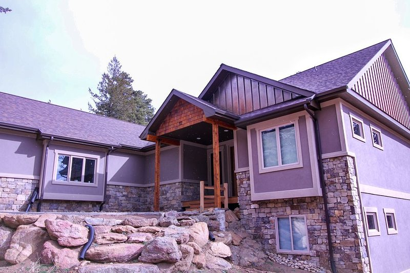 Stunning Family Homestead with Views of Castle Mountain, vacation rental in Estes Park