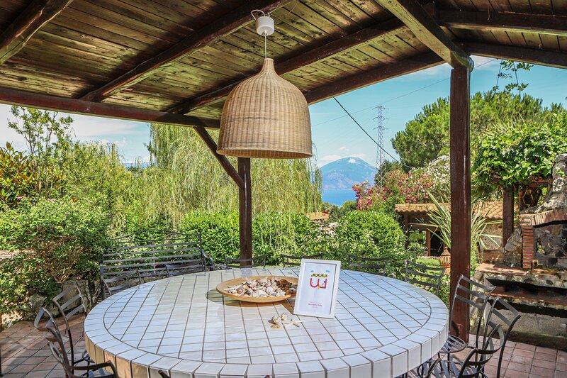 Villetta con giardino tra mare e natura, location de vacances à Policastro Bussentino
