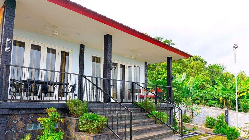 House of Belasun - Family Villa, vacation rental in Pelabuhan Ratu