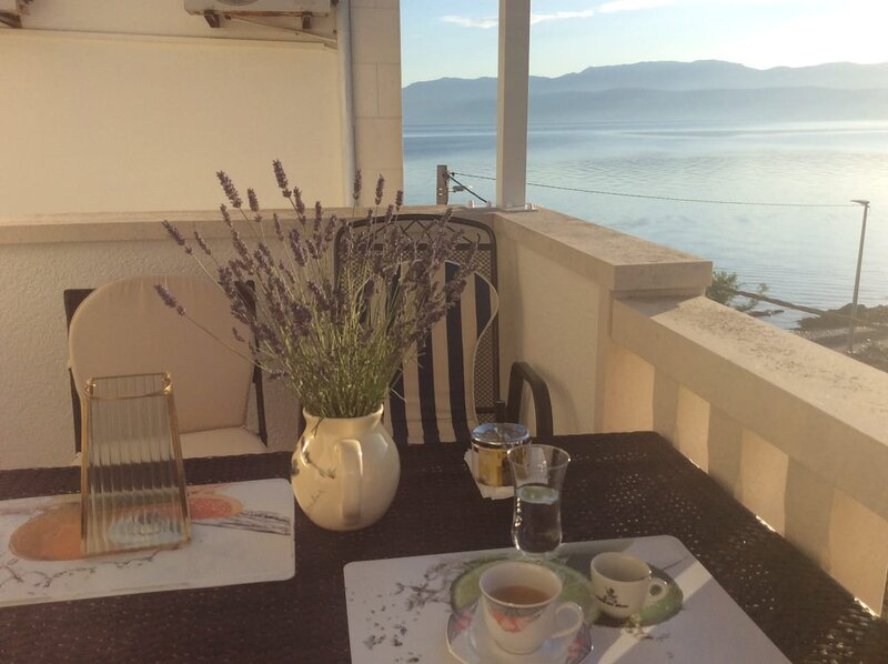 Mila By The Sea - few steps away from the beach, vacation rental in Sutivan