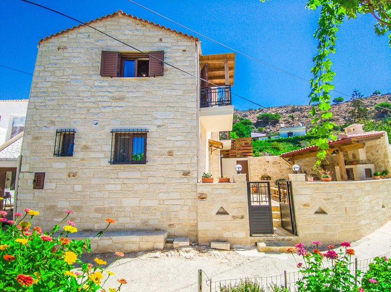 Christine countryside house - Fully renovated with all modern comforts, holiday rental in Afrata
