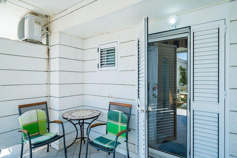Villa Marija Adriatic-Studio Apartment with Terrace, vacation rental in Srebreno