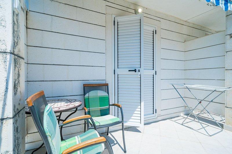 Villa Marija Adriatic-Twin room with Kitchen and Terrace, vacation rental in Srebreno