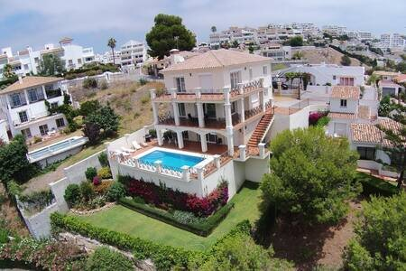 Amazing villa with sea views and private pool, holiday rental in Sitio de Calahonda