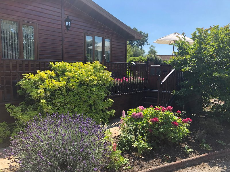 Dormouse Lodge with private Hot Tub, holiday rental in Stamford Bridge