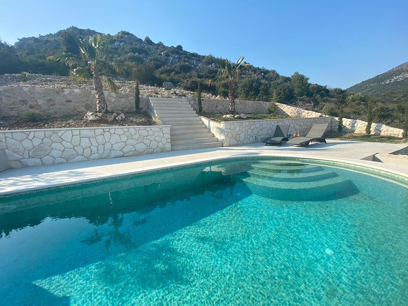 Nerium villa, steps away from the beach & medieval city of Trogir, holiday rental in Seget Vranjica