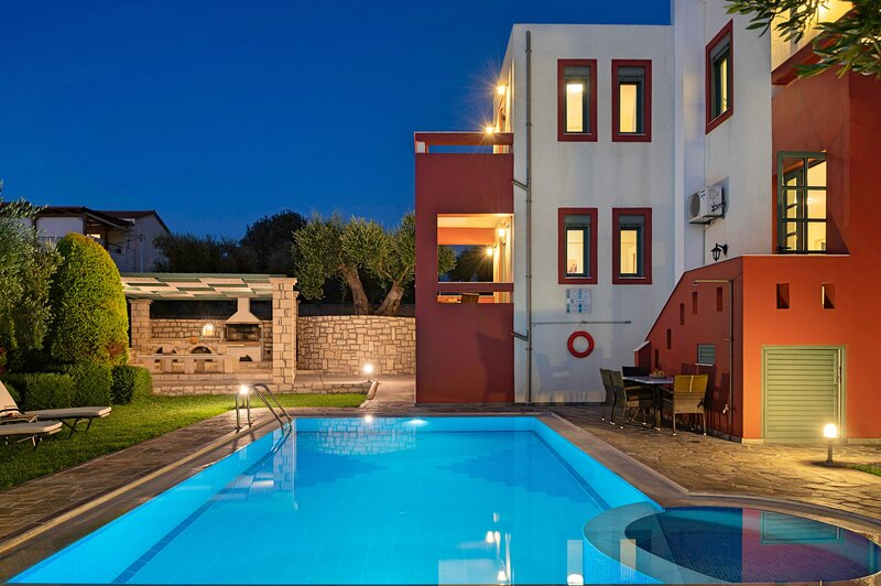 Kiikas villa- Premium villa with views to the sea and the mountains, vacation rental in Giannoudion