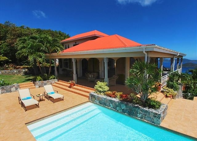 Island Sun: Amazing North Shore and BVI Views!, vakantiewoning in Hawksnest Bay