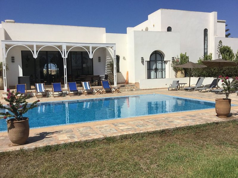 Villa des Oliviers; Pool and staff, location de vacances à Essaouira