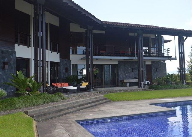 Enjoy the beauty of Costa Rica at Hacienda Toscana, aluguéis de temporada em Cano Negro