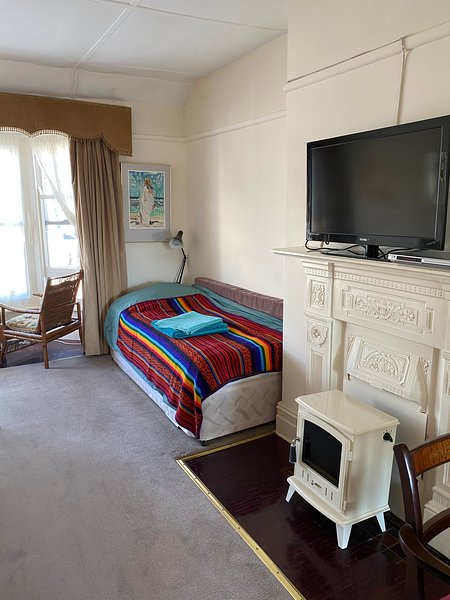 TV ,2 single beds