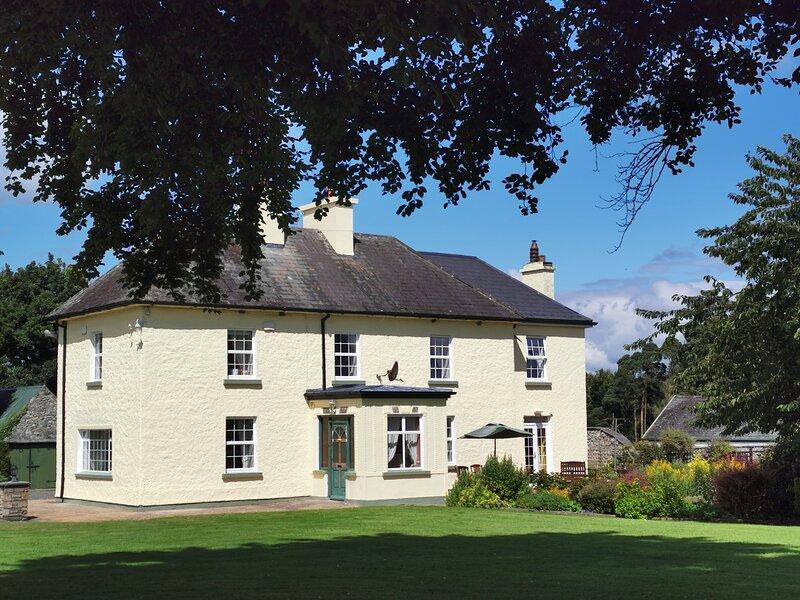 Stunning Tipperary Farmhouse, location de vacances à Thurles