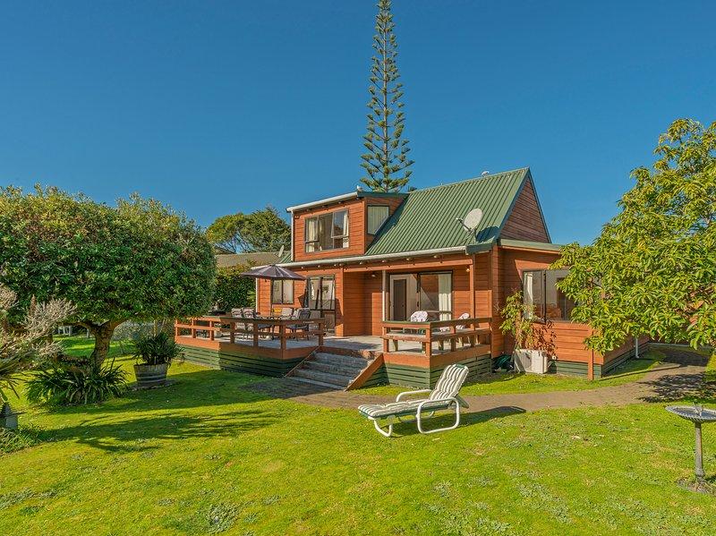 Sea Breeze Sanctuary - Pauanui Holiday Home, Abel Tasman National Park, vacation rental in Thames