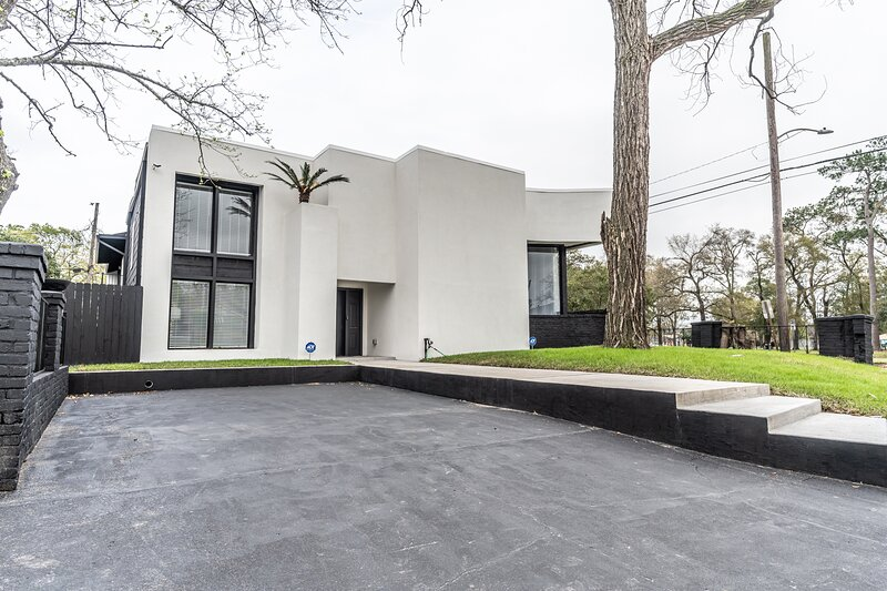 Beautiful Contemporary Mansion, alquiler vacacional en Humble