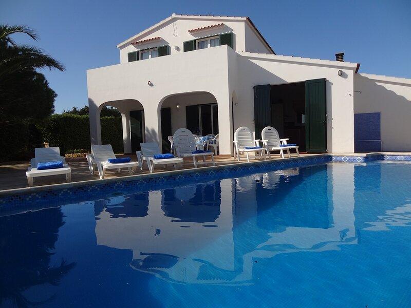Villa con piscina privada para 6 personas wifi, tv-sat,, alquiler vacacional en Menorca
