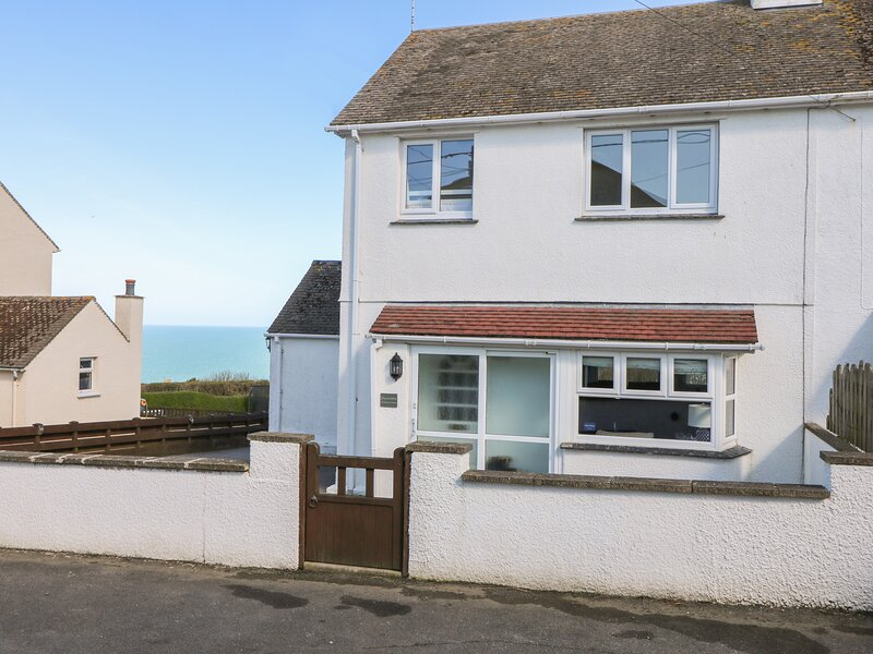 CHY-AN-MOR, sea views, Port Issac, vacation rental in Port Gaverne